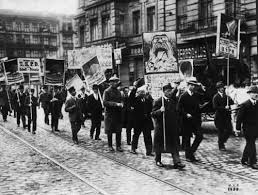 Manifestation de l' USPD 1917 - Photo de Révolution spartakiste 1918-1919 -  SPARTACUS